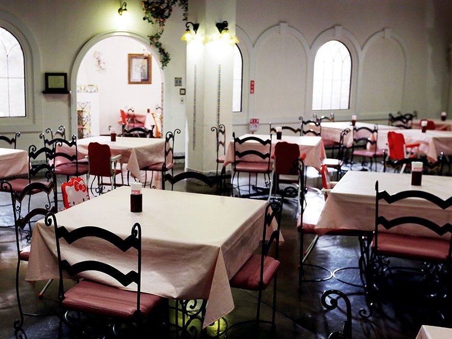 館のレストラン