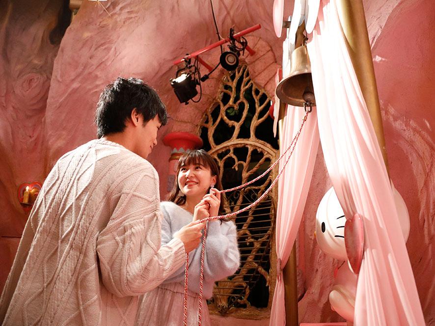 恋愛祈願 「ハローキティの幸せの鐘」